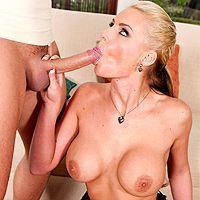 Анальный секс с зрелой грудастой блондой в черных чулках
