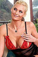 Анальный секс с зрелой грудастой блондой в черных чулках #5