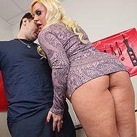Смотреть анальный секс со зрелой блондинкой с большой попой