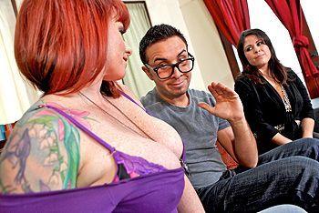 Пышная рыжая татуированная красотка занимается сексом с сыном подруги