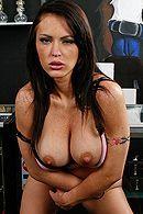 Красивый секс с сексуальной брюнеткой с большими сиськами #4