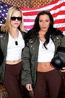 Смотреть секс втроем с двумя красивыми грудастыми телками в военной части #1