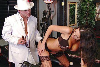 Смотреть порно полицейской грудастой суки в чулках и бизнесменом в доме