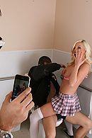 Смотреть порно с распутной светловолосой и грудастой школьницей в белых чулках #5