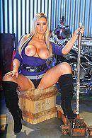 Смотреть порно с сексуальной зрелой блондинкой с большими сиськами #1