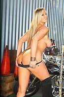 Смотреть порно с сексуальной зрелой блондинкой с большими сиськами #2