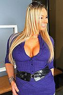 Смотреть порно с сексуальной зрелой блондинкой с большими сиськами #5