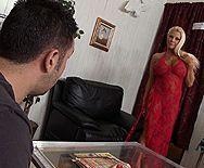Смотреть анальный секс с грудастой блондинкой в чулках - 1