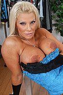 Смотреть анальный секс с грудастой блондинкой в чулках #4