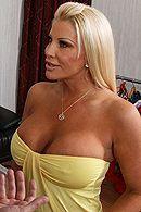 Смотреть анальный секс с грудастой блондинкой в чулках #5