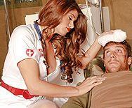 Смотреть трах в пизду красивой медсестры с большими сиськами - 1