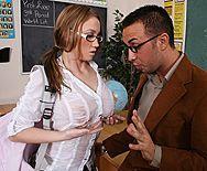 Трах в пизду молодой школьницы в униформе с большой попой - 1