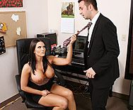 Смотреть анальный секс с горячей брюнеткой с большими сиськами в офисе - 1