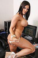 Смотреть анальный секс с горячей брюнеткой с большими сиськами в офисе #3