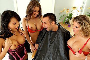 Красивая азиатка трахается в пизду с мужиком в парикмахерской