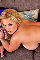 Смотреть анальный секс с грудастой блондинкой с татуировками #4
