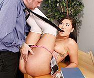Порно с грудастой черноволосой азиатской школьницей с учителем - 2