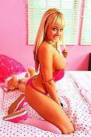 Смотреть порно с молодой, татуированной блондинкой в спальне #2