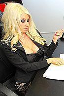Смотреть красивый секс в офисе с грудастой блондинкой в чулках #5
