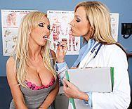 Групповой секс со стройными блондинками в больнице - 1