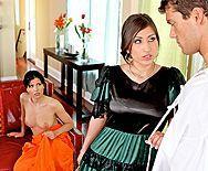 Смотреть групповое порно с сисястыми черноволосыми латинками в доме - 1