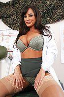 Смотреть порно с грудастой зрелой медсестрой в больнице #3