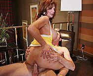 Анальный секс с рыжей сисястой мамой - 5
