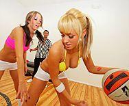 Секс молоденькой школьницы блондинки с физруком - 1