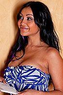 Смотреть порно с черноволосой грудастой индианкой в бритую киску #5