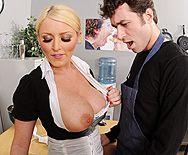 Смотреть порно сексуальной школьницы с большой грудью в школе - 1