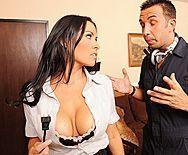 Секс в пизду со зрелой горячей брюнеткой с большими сиськами - 1