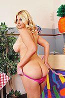 Порно с грудастой светловолосой красотка с огромной задницей #3
