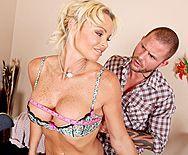 Порно с сексуальная светловолосой дамой с большими сиськами - 1