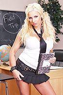 Трах в пизду с красивой школьницей с большими сиськами #1
