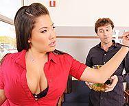 Сексуальная азиатка с большой попкой трахается в пизду - 1