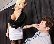 Классический секс со светловолосой сисястой бабой в чулках - 1