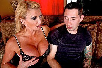 Красивый секс зрелой блондинки с большими сиськами