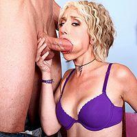 Смотреть жесткий секс с сексуальной блондинкой в оба отверстия