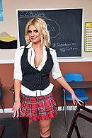 Милая школьница блондинка трахается в пизду со своим учителем #1