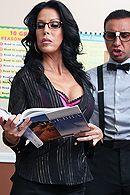 Смотреть порно с черноволосой зрелой сисястой училкой в школе #5
