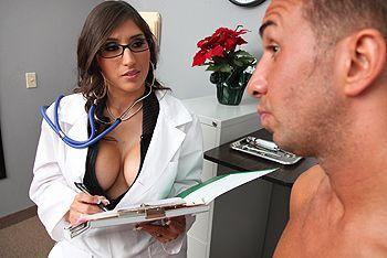 Смотреть порно с латинской зрелой докторшей с огромными сиськами в больнице