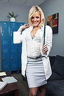 Смотреть порно похотливого врача с сексуальной молодой блондинкой #1