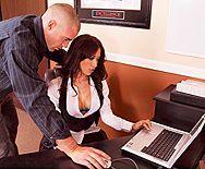 Смотреть трах в пизду сексуальной секретарши  в чулках - 1