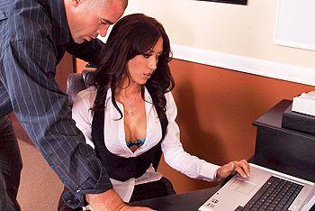 Смотреть трах в пизду сексуальной секретарши  в чулках