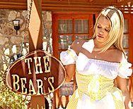 Смотреть порно красивой блондинки в белых чулках на большом члена - 1