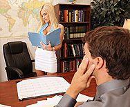 Смотреть красивый секс со страстной блондинкой на работе - 1