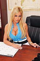 Смотреть красивый секс со страстной блондинкой на работе #1