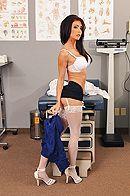 Порно с красивой врачихой брюнеткой с большими сиськами в больнице #3