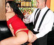 Жесткий секс горячей брюнетки с большой попой - 1