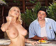 Смотреть анальный секс с грудастой блондинкой на свежем воздухе - 1